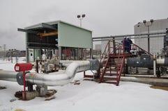Facilidades da bomba de areias do petróleo fotos de stock