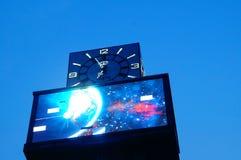 Facilidades da haste e da iluminação de fio na noite Fotos de Stock Royalty Free