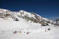 Facilidades do esqui na montanha de Zugspitze, Alemanha Fotografia de Stock