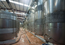 Facilità equpped moderne della pianta del vino Fotografia Stock