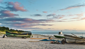 Faciliteiten van vissend bedrijf bij zonsopgang, Letland Stock Fotografie