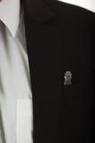 Fack för bröstkorg för omslag för Closeupsvartdräkt med glass sammanträde för schackstycke inom, den vita det synliga skjortan oc Royaltyfria Bilder