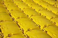 fack som återanvänder yellow Arkivbild