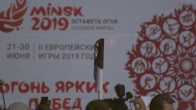 Facklarelä av olympic brand under flamman av fred, för den 2nd europén spelar 2019 i MINSK BOBRUISK VITRYSSLAND 06 03 19 lager videofilmer
