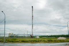 Facklor för bränning för förbunden gas av oljeväxten Arkivbild