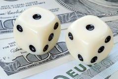 Factor de risco no dólar contra euro- investimentos Imagens de Stock