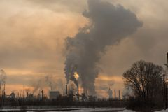 Factory smoke pollution Στοκ φωτογραφία με δικαίωμα ελεύθερης χρήσης