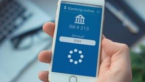 Facture de paiement sur l'APP sur le smartphone de bankingthe banque de vidéos