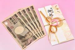 Facture enveloppe de cadeau et de Yens japonais de dix-millièmes Photo libre de droits