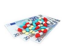 3 factures dans les dénominations de 20 euros que les pilules ont dispersés sur a Photos stock