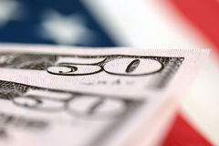 Factures de dollar US avec la bannière étoilée Photos stock