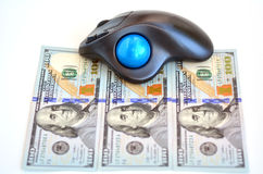 Factures de dollars US et souris d'ordinateur Image libre de droits