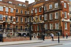 Faculdade de Braços, Real Corporaçõ com papéis nas cerimônias, nos nomes e na árvore genealógica, Londres, Reino Unido, o 24 de m imagens de stock royalty free