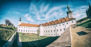 Faculdade do jesuíta, Kutna Hora, filtro checo, análogo imagens de stock