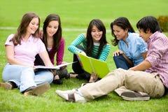 Faculdade ou estudantes universitários Imagem de Stock Royalty Free