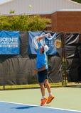 Facundo Mena lekar i qualifer på Winston-Salem Open Royaltyfri Foto