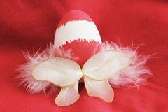 Fada vermelha do ovo da páscoa com asas Imagens de Stock
