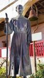 Fader Joseph Serra Statue Mission Santa Barbara Kalifornien Arkivfoto