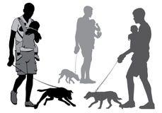 Fader med barnet och hunden Arkivbild