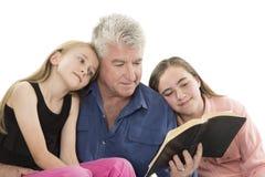 Fader med döttrar Arkivbild