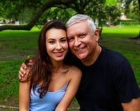 Fader och dotter royaltyfri bild