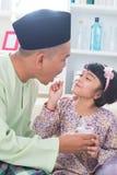 Fader och dotter för Southeast asiatisk arkivfoto