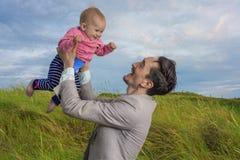 Fader- och dotterförälskelse Royaltyfria Foton