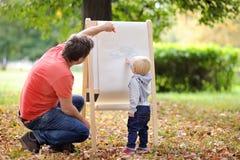 Fader och hans litet barnsonteckning Royaltyfri Fotografi