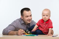 Fader- och litet barnsonteckning Fotografering för Bildbyråer