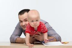 Fader- och litet barnsonteckning Royaltyfria Bilder