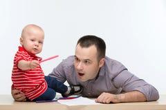 Fader- och litet barnsonteckning Royaltyfri Bild