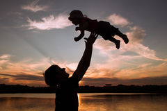 Fader och små dotterkonturer på solnedgången Fotografering för Bildbyråer