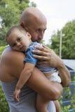 Fader och son i blå himmel Fotografering för Bildbyråer