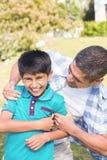 Fader och son i bygden Fotografering för Bildbyråer
