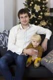 Fader och son på beröm för ` s för nytt år Arkivbilder