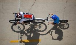 Fader och son på cykeln Fotografering för Bildbyråer