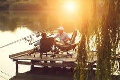 Fader- och sonfisk tillsammans arkivfoton