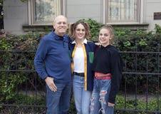 Fadern dottern, sondottern som poserar i Strauss, parkerar, Saint Louis royaltyfri bild