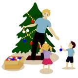 Fadern med barn dekorerar julgranen Arkivbilder