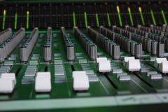 Faders do console do som do grande formato Imagens de Stock