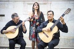 Fadoband die traditionele Portugese muziek in Alfama, Lis uitvoeren stock afbeelding