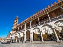 Faenza IT: Piazza Del Popolo, ?redniowieczny pa?ac, katedra Artystyczna ceramika obrazy royalty free
