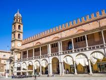 Faenza IT: Piazza Del Popolo, ?redniowieczny pa?ac, katedra Artystyczna ceramika zdjęcia royalty free