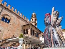 Faenza IT: Piazza Del Popolo, ?redniowieczny pa?ac, katedra Artystyczna ceramika fotografia royalty free