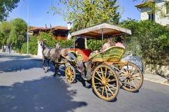 Faeton di Buyukada, cocchiere Horse Carriage Ride Fotografia Stock Libera da Diritti