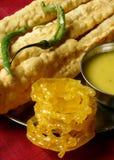 Fafda - ett mellanmål från västra indier av Gujarat Royaltyfri Fotografi