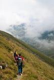 fagaras som fotvandrar berg Royaltyfria Bilder