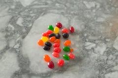 Fagioli di gelatina variopinti sparati con il fuoco selettivo Fotografie Stock