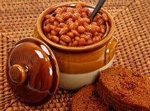 Regolazione cotta del pane di Brown e dei fagioli Fotografia Stock