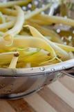 Fagioli gialli in colander fotografia stock libera da diritti